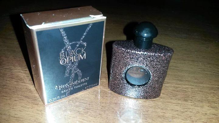 Black Opium, ritira la miniatura omaggio del profumo