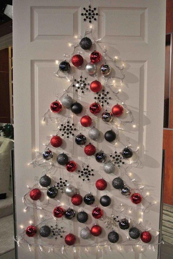 Un albero di Natale fatto con le lucine