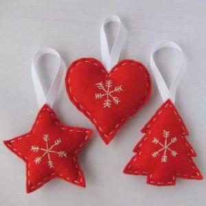 Addobbi natalizi fai da te con cuori e stelline