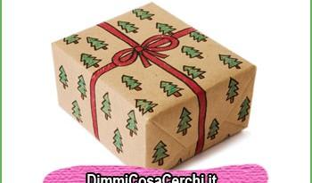 Impacchettare i regali con la carta da pacchi per spedizioni